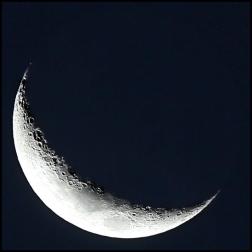 Wxing crescent moon